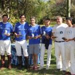Equipes finalistas com os troféus da 7ª Copa São Jorge (crédito – Antonio Moroni)